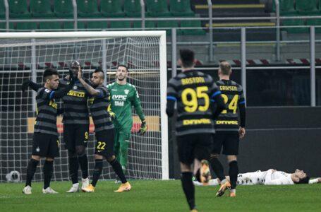 L'Inter demolisce il Benevento grazie alla Lu-La e si riporta a -2 dal Milan
